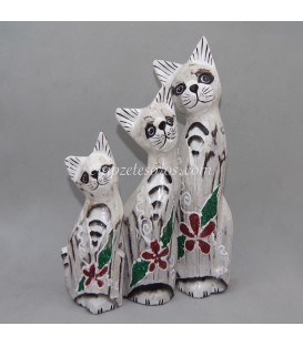 Familia de gatos talla en madera de Indonesia
