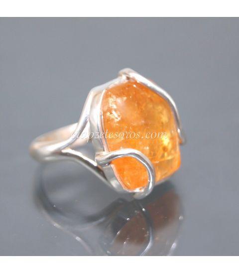 Topacio imperial de Brasil en exclusivo anillo de plata de ley