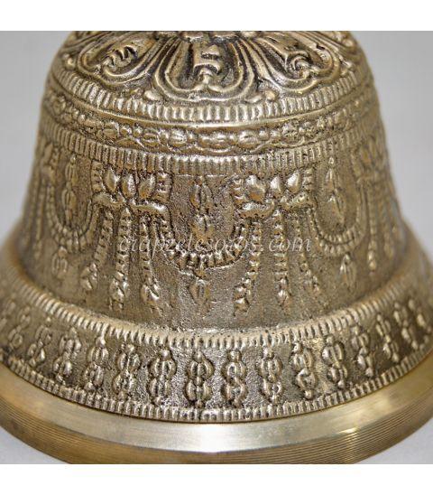 Campana de aleaciones de metal de la India que suena y vibra en la nota Fa
