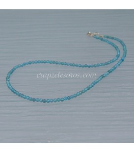 Apatitos facetados de intenso azul de 3 mm en collar de plata de ley