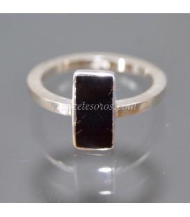 Coral negro de Cuba en anillo exclusivo de plata de ley