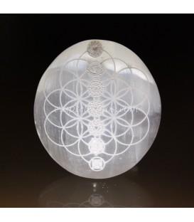 Selenita oval con Flor de la Vida y mandalas chakras grabados.