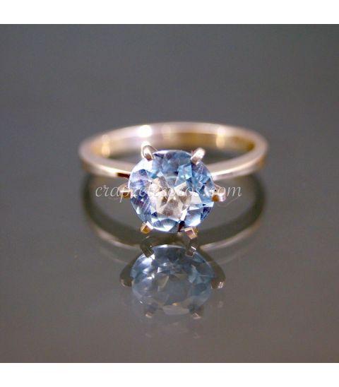 Topacio azul en anillo de plata de ley