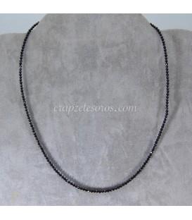 Espinelas naturales en collar con cierres de plata de ley