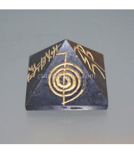 Shungita en pirámide con los símbolos del Reiki