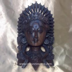 Parvati esposa de Siva en preciosa talla en madera de la India.