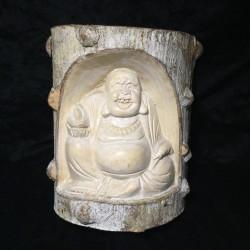 Buda Hotei de la prosperidad tallado en tronco natural de árbol