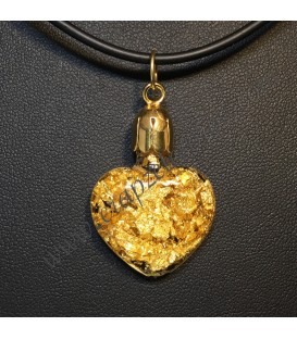 Láminas de Oro de ley dentro de este corazón de cristal colgante