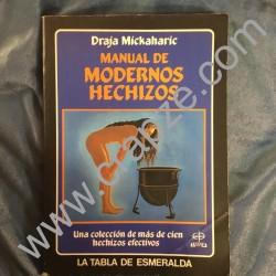 Manual de modernos hechizos.Una coleción de más de cien hechizos efectivos. Obra de Draja Mickaharic.