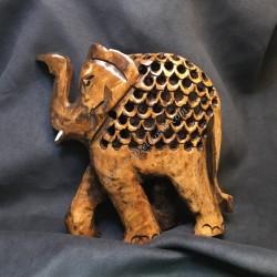 Mamá elefante con cría en su interior tallada a mano en madera de la India.