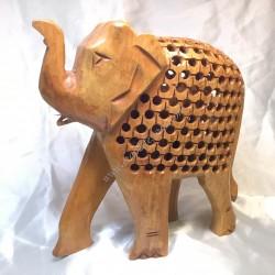 Mamá elefante con cría en su interior tallada en madera de la India